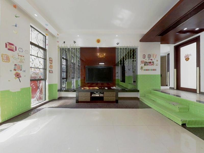 悦城花园一期 6室1厅 144.37㎡ 简装_悦城花园一期二手房客厅图片1
