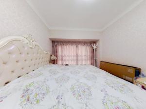金色年华家园 2室1厅 63.57㎡ 精装_金色年华家园二手房卧室图片4