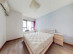 万科第五园二期 4室2厅 94.51㎡ 简装_万科第五园二期二手房卧室图片3